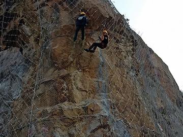 陡峭山体防护网